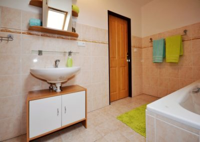 chalupa-stachy-koupelna-2